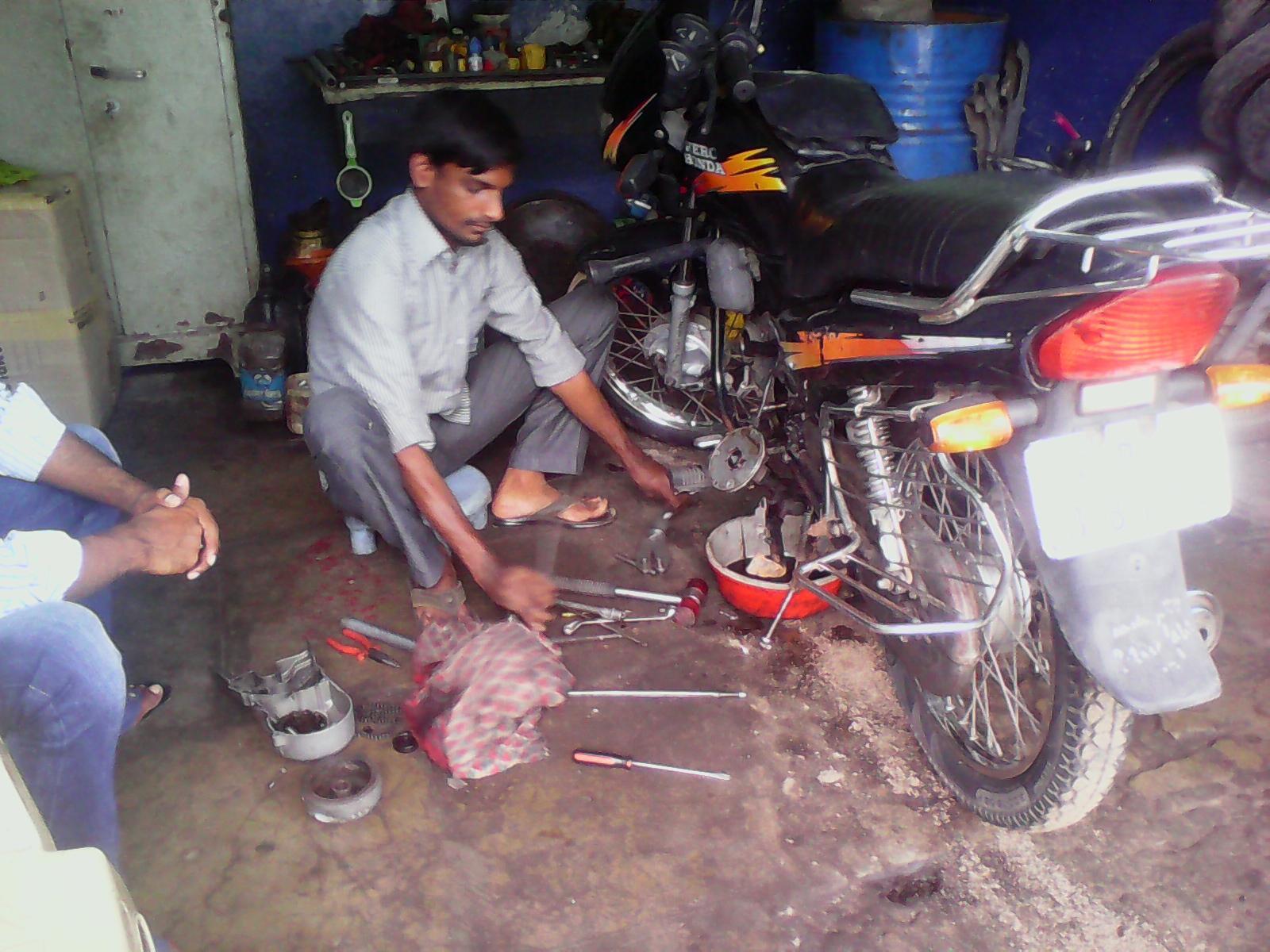 Raju Pal    Mechanic